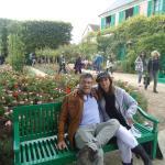 Um dia lindo no jardim da casa de Monet