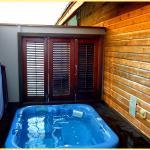 Extra geschlossene Terrasse, mit sauberem modernem Jacuzzi