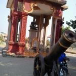 A Wat on the main road had canons.