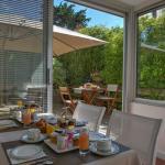 salle petit déjeuner vue sur la terrasse