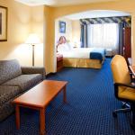 Photo de Holiday Inn Express Syracuse Airport