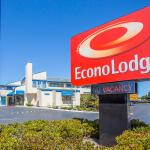 Econo Lodge Bay Breeze