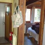 Cocina, habitación planta baja y baño auxiliar con ducha.