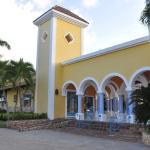 Petit centre d'achat - Pharmacie - Docteur