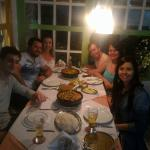 Eu e meus amigos aproveitando Arraial, num restaurante maravillhoso!