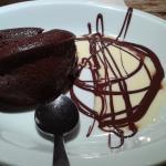 Fondant mi-cuit au chocolat, crème vanille à l'aspérule