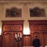 Ein wunderschöner Jugendstilsaal, wo Hotelkultur, Kulinarik und - zu gewissen Zeiten - Gesang un