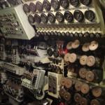 Il labirinto di leve, pulsanti e comandi del sommergibile