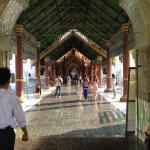 Kuthodaw Pagoda & the World's Largest Book Foto