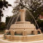 En cada esquina de la plaza se encuentran estas fuentes.