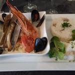 Marmite de la mer, Filets de poissons entrelacés accompagnés de coquillages. Excellente rouille.