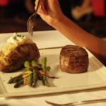 Photo de The Pines Steakhouse & Lounge
