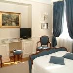 Photo of Rond-Point Hotel Champs-Elysees