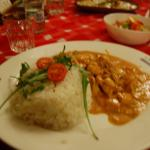 Carne con salsa de vino blanco y arroz