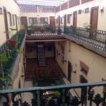 El Restaurante y vista del acceso a las habitaciones, lo mejor del lugar la ubicación en el cent
