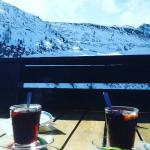 Vin chaud et vue sur la montagne