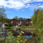 Etang et site hôtelier (Le bâtiment principal comprend de belles chambres spacieuses et modernes