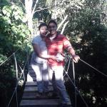 En uno de los puentes colgante de la reserva silvestre privada