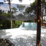 Inaugurando nuestra piscina, en medio del bosque y con una hermosa vista a la laguna de Masaya y