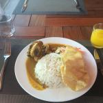 Lunch set menu - Chicken curry, rice and papadums with juice