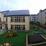 Some of the buildings are located around the kindergarten, not sure if noisy on regular day