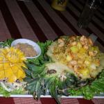 Kaow ob Subparod : riz frit avec poulet (ou porc)ananas, nois de cajou