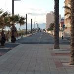 grande rue qui mène aux restaurants et petites boutiques