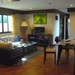 2 bedroom apartment lounge & dining area