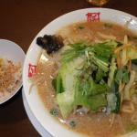 「おおぎやラーメン更埴店」の「野菜たっぷり味噌」