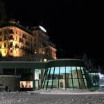 Blick vom Eisfeld zum Hotel mit der grossartigen SPA-Anlage