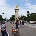 sobre el puente. lindo recorrido en bicicleta