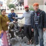 Au moment de notre départ avec le propriétaire RAMAN et son épouse