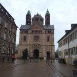 Der Dom von der Maximilianstraße gesehen.