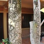 Carved panels depicted orchids in the courtyard area.