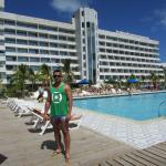 vista do hotel e area da piscina