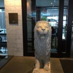 门口的一对石狮子