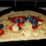 Blueberry strawberry, banana, topped with maple syrup. Savoury ham and cheese crepe.