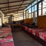 Sala de descanso y comedor. Asiento acolchado y caldera .
