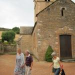 Promenade apéritive dans le joli village de Berzé