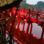 Photo de Lake of the Restored Sword (Hoan Kiem Lake)