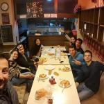 Una cena con mis amigos, el que toma la selfi es el dueño muy buen onda!