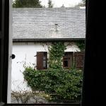 Vue de la fenêtre des toilettes chambre 102