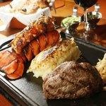 Langosta, Carne y Pure de papa. Porcion generosa para una persona y exquisitamente preparada.