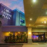 Crowne Plaza front entry