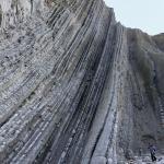 Estratos verticales en Zumaia