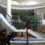 Фонтан внутри отеля