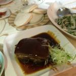 烤方,味道太正點。尤其濃香赤醬配菜飯也很搭!