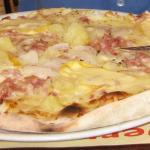Produits frais pour cette pizza savoyarde cuite au feu de bois