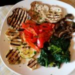 Leckeres Gemüse, Miesmuscheln, Austernpilze und Pizza