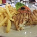 Snack tout à fait correct rapport qualité prix!!  En exemple salade marocaine 12 dirhams  Croque